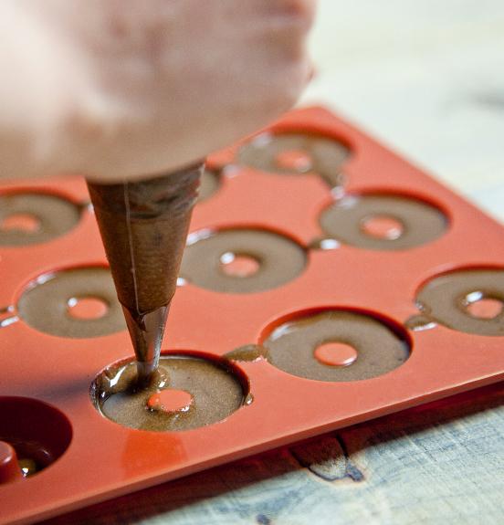 Simast è specializzata nello stampaggio gomma, silicone e materie plastiche